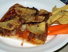 Hjemmelavet pizza med rester – kødsovs og nachos