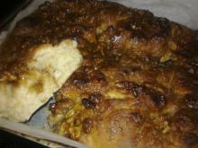 Honning-glaseret valnøddekage i bradepande