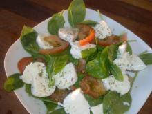 Hurtig spinat-salat m/ tomat & mozarella