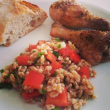 Speltsalat og kyllingelår