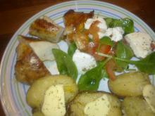 Marineret kyllingebryst m/ bagte kartofler & spinat-salat