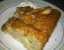 Saftig æblekage i bradepande