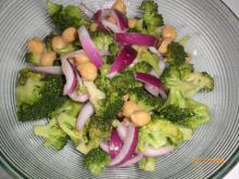 Broccolisalat m. kikærter