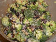 """Broccolisalat """"Den rigtige"""""""