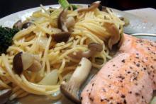 Laks med spaghetti og svampe