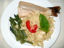 Røget laks, asparges og pasta