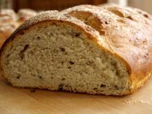 Brød med pesto og kerner