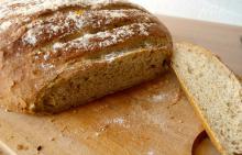Lækkert brød med chili og pesto
