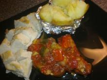 Squash-tomatfad i ovn m/ kyllingebryst & bagt kartoffel