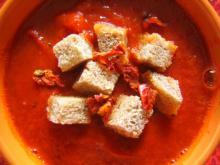 Tomat suppe med brødcroutoner