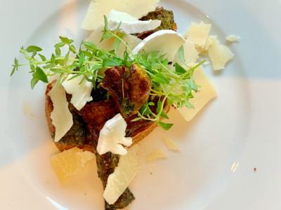 Squash med smør og parmesan ost
