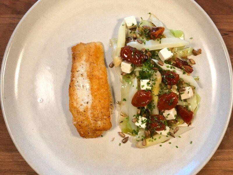 Stegt rødtungefilet med lun salat