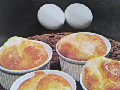 Små ostesouffleer med laks